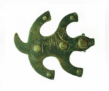 Tésera de bronce en forma de piel de oso extendida